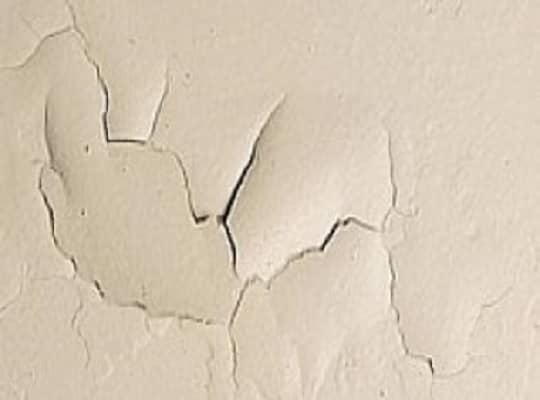 ρωγμές στο χρώμα τοιχου